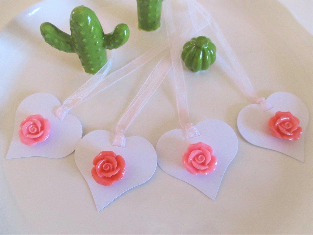 Etiquettes cadeaux, lot de 4coeurs avec décor roses en relief 3D