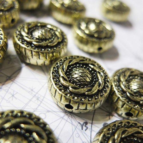 Grosse perle dorée, look métal