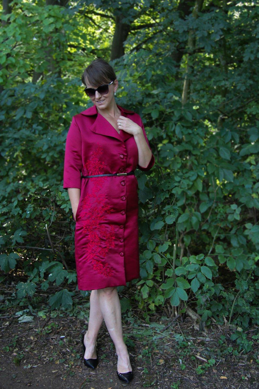 Robe manteau rouge court brodée à la main