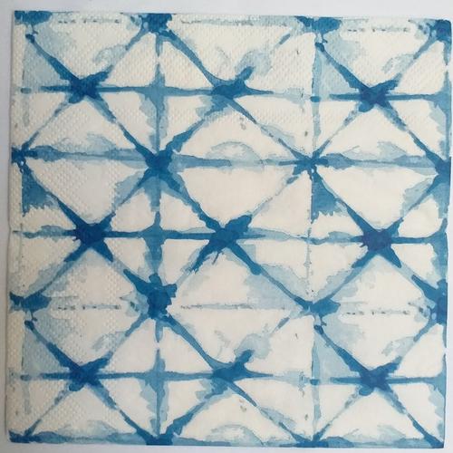 Serviette en papier motif graphique triangles  aquarellés bleus délavés