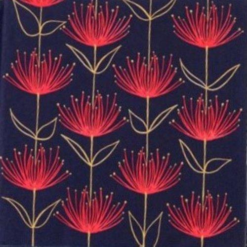 Serviette en papier motif fleurs rouges stylisées sur fond bleu marine