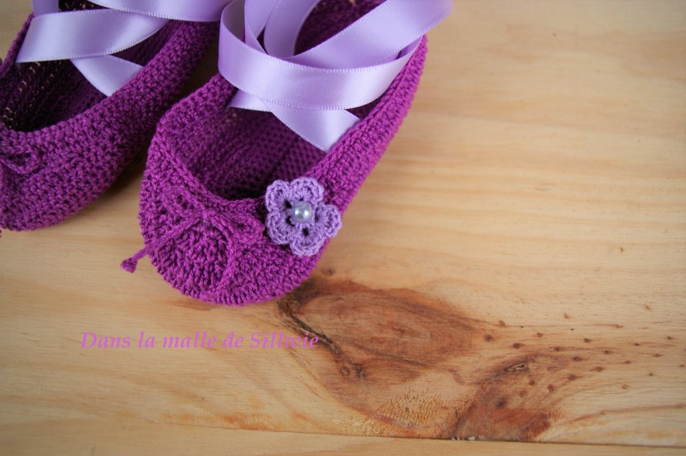 minis chaussons de danse décoratifs mauve et violet réalisés au crochet