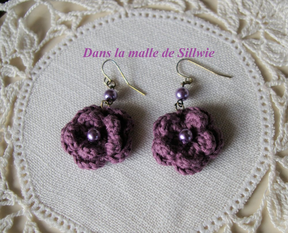 paire de boucles d'oreille vieux violet au crochet