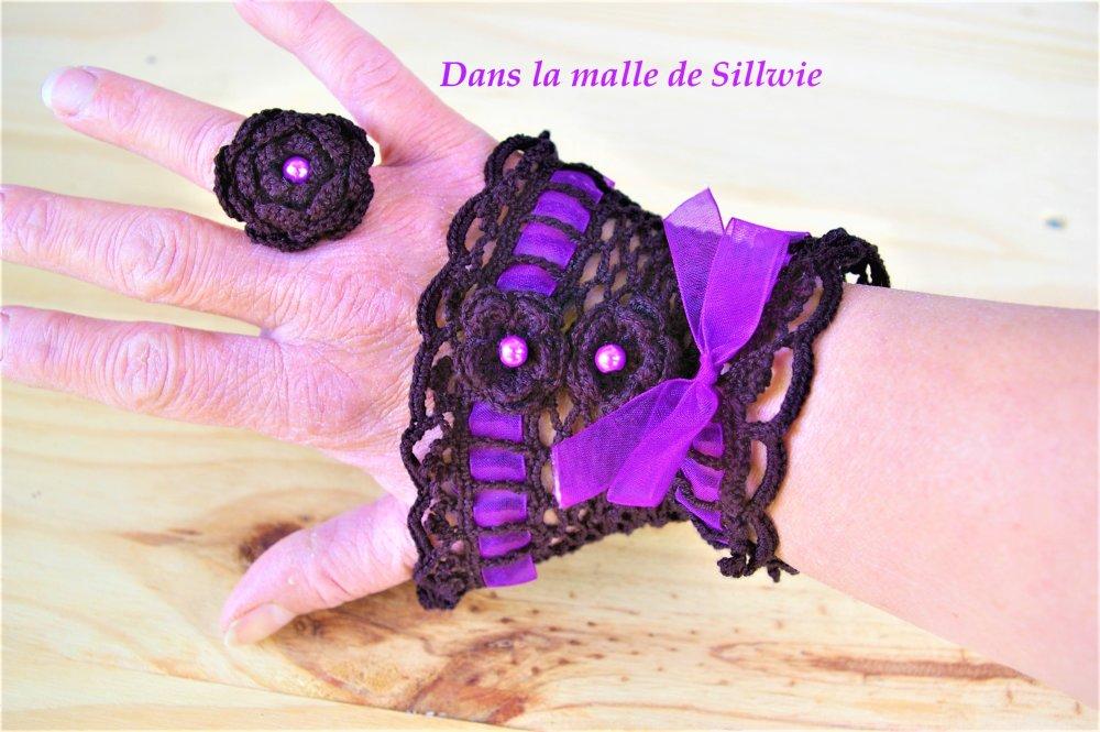 ensemble bague et manchette bracelet mitaine sans doigts gant en dentelle noir et violet et bague assortie de style gothique victorien