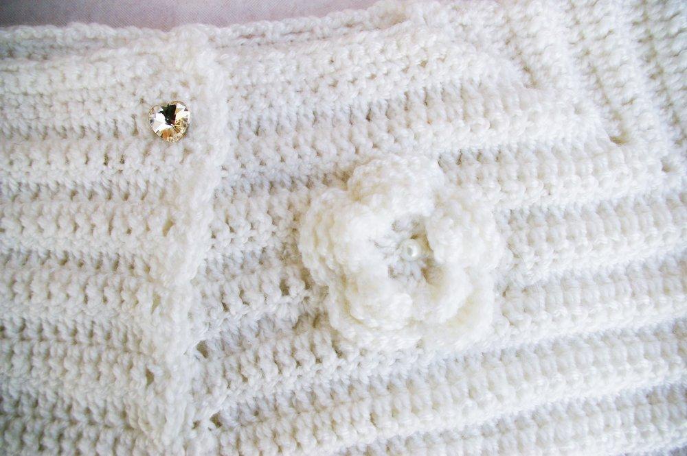 Gilet  court Bolero blanc de ceremonie mariage au crochet taille 6/8 ans