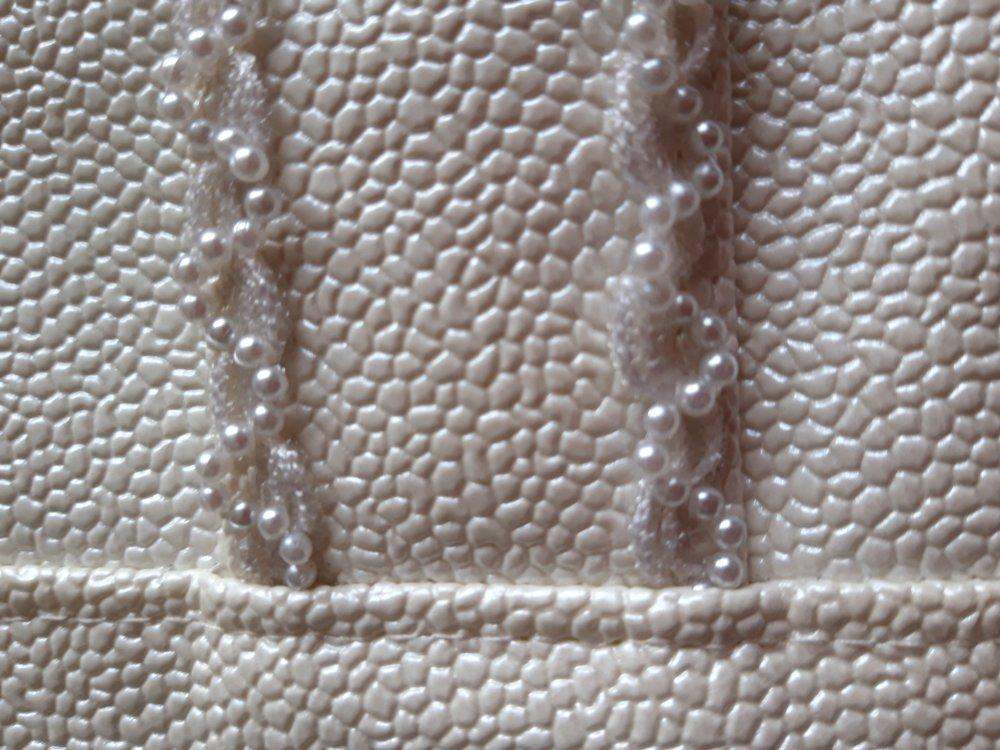 pochette beige rosé, en simili, pour soirée, avec dragonne, modèle cachotin de Sacôtin
