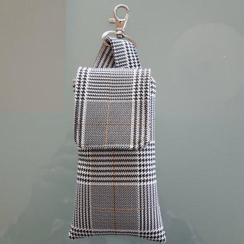 Etui pour flacon gel hydro-alcoolique à accrocher au sac par mousqueton