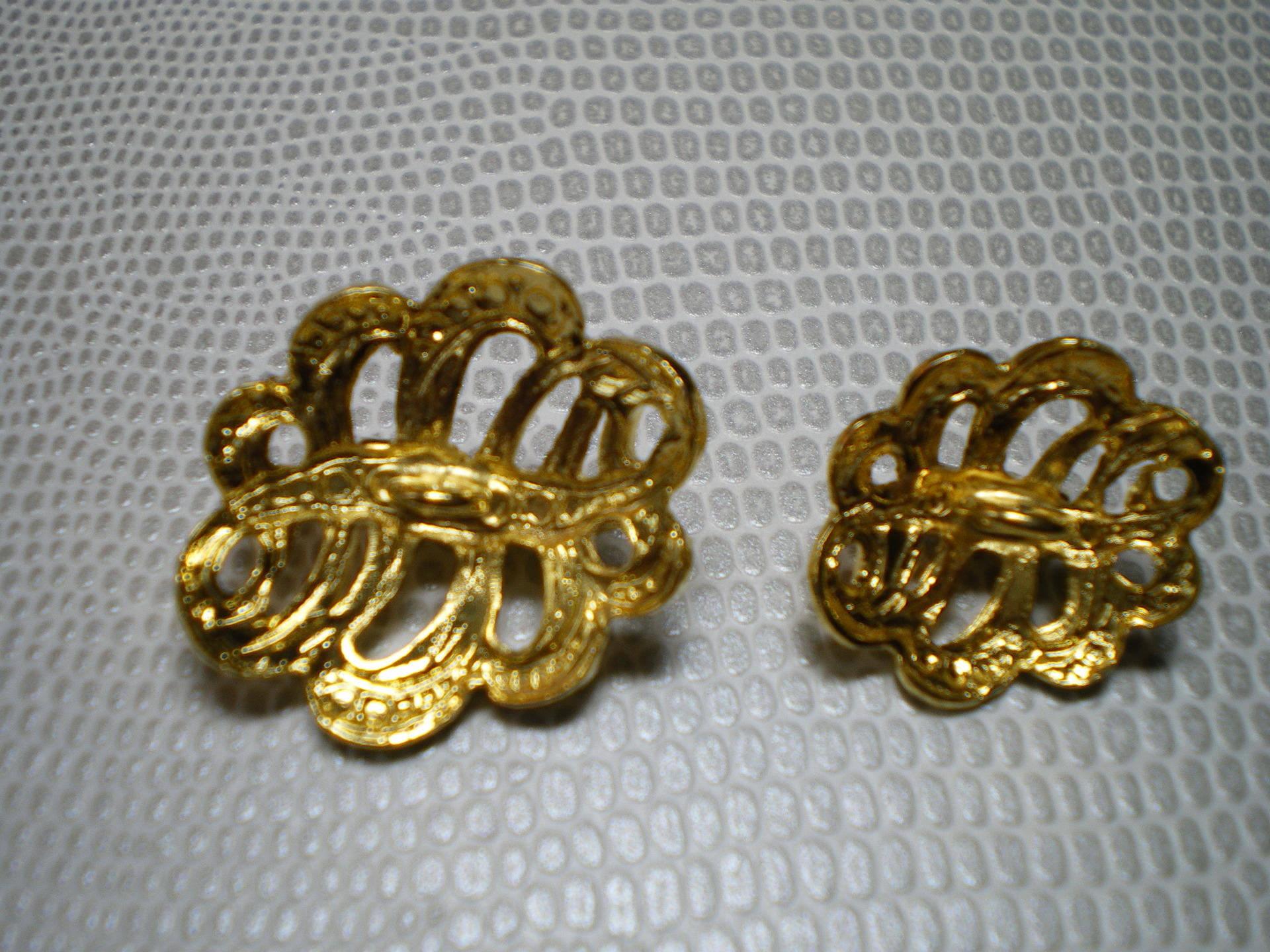 bouton métal doré avec petits strass