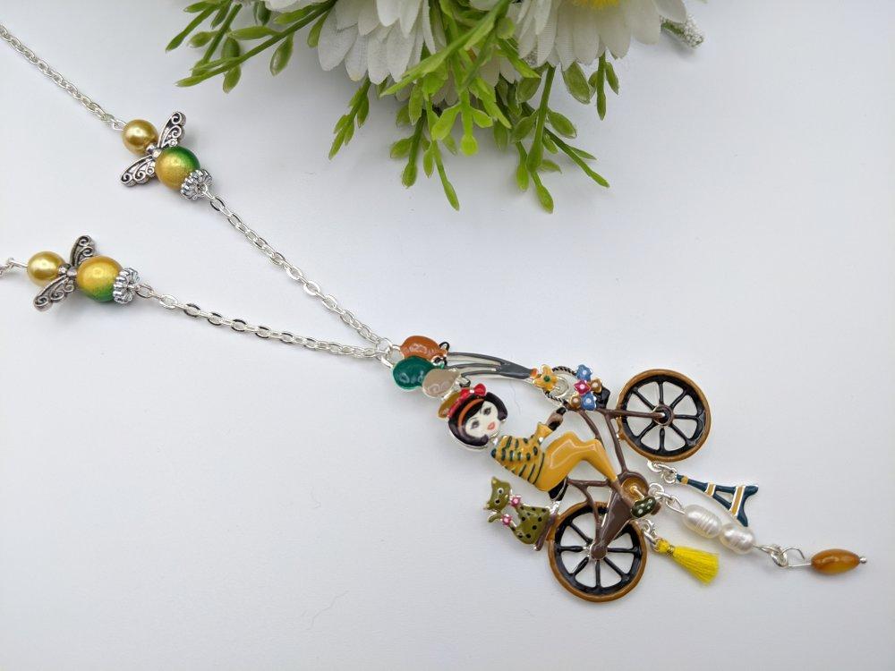 collier femme à vélo