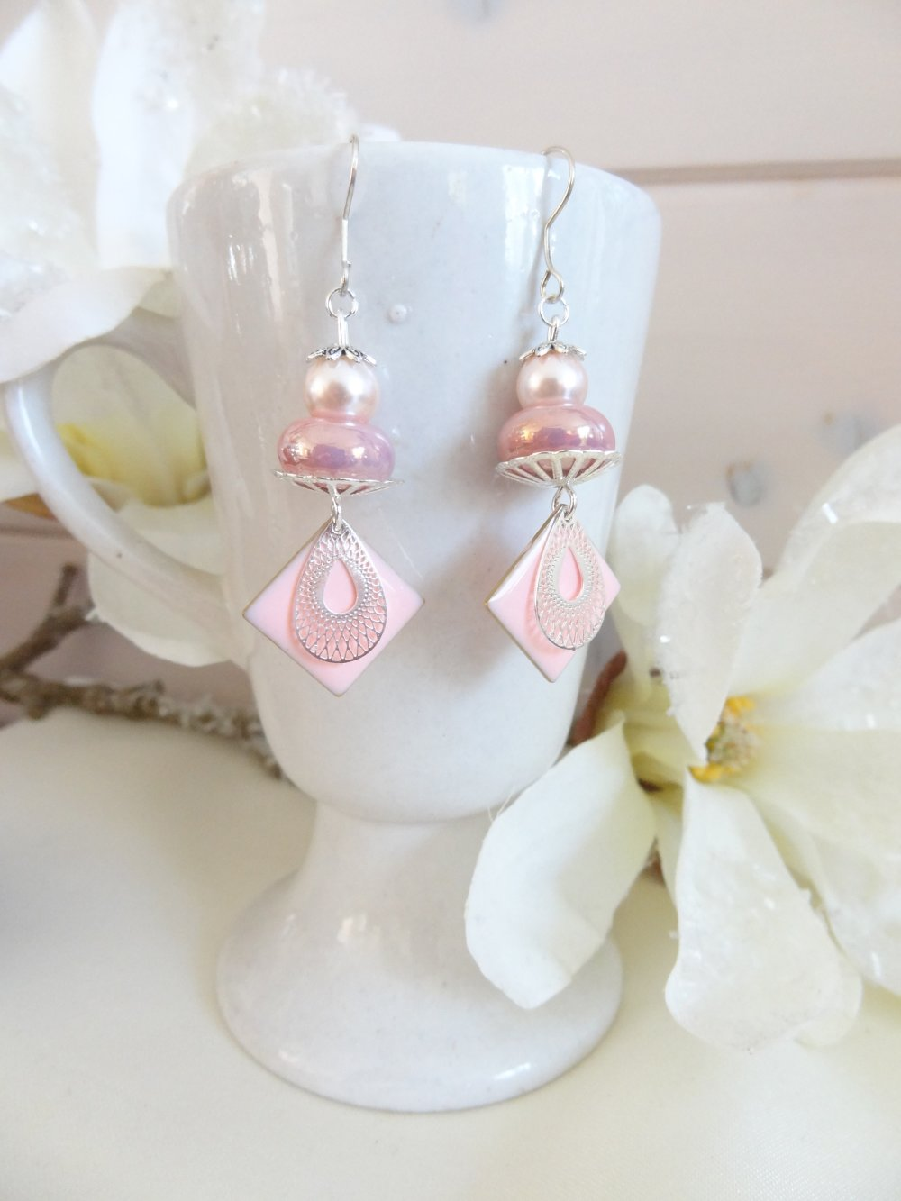boucles d'oreilles pendantes fantaisie rose