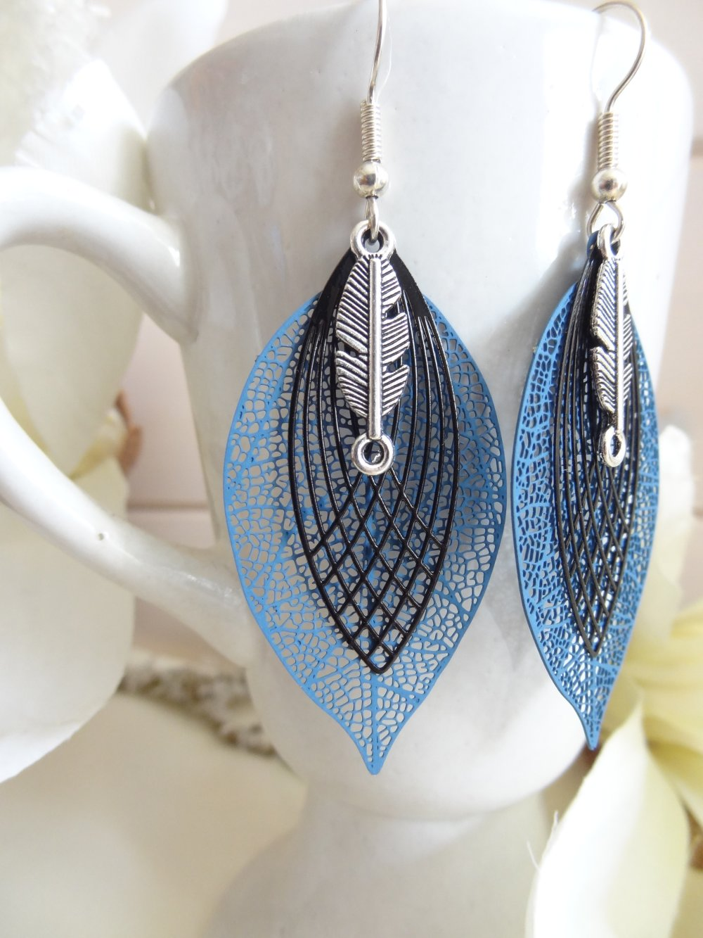 boucles d'oreilles pendantes fantaisie feuille bleu marine