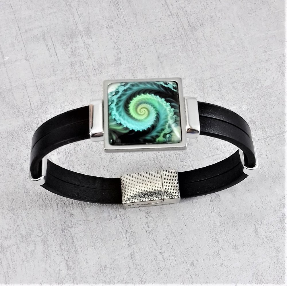 Bracelet simili cuir noir connecteur fractale tons vert