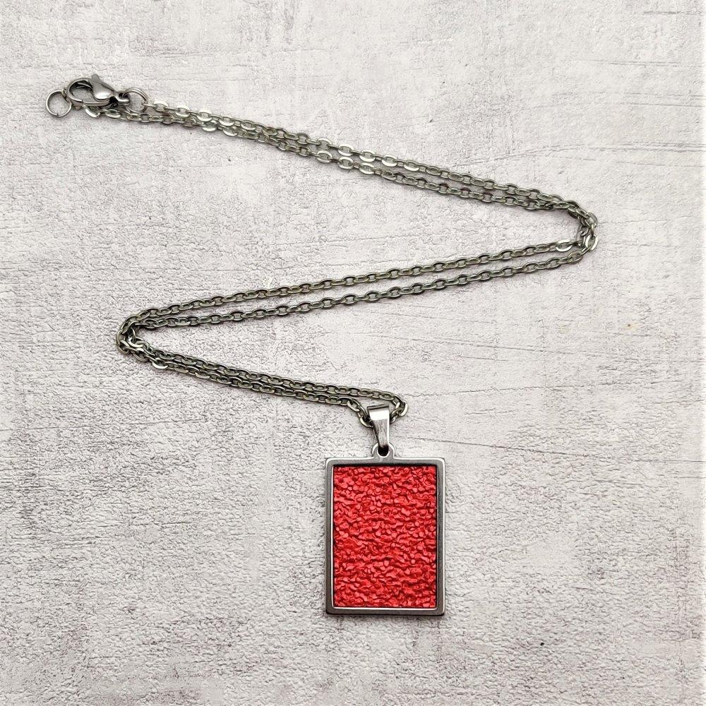 Collier acier inoxydable pendentif simili cuir rouge