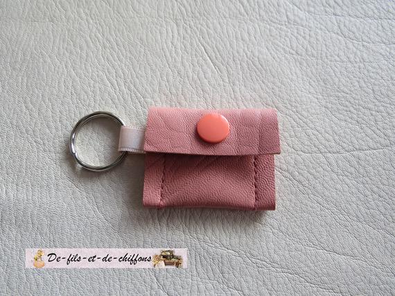 Joli petit porte-clé/porte-jeton et pratique pour faire ses courses,en cuir.