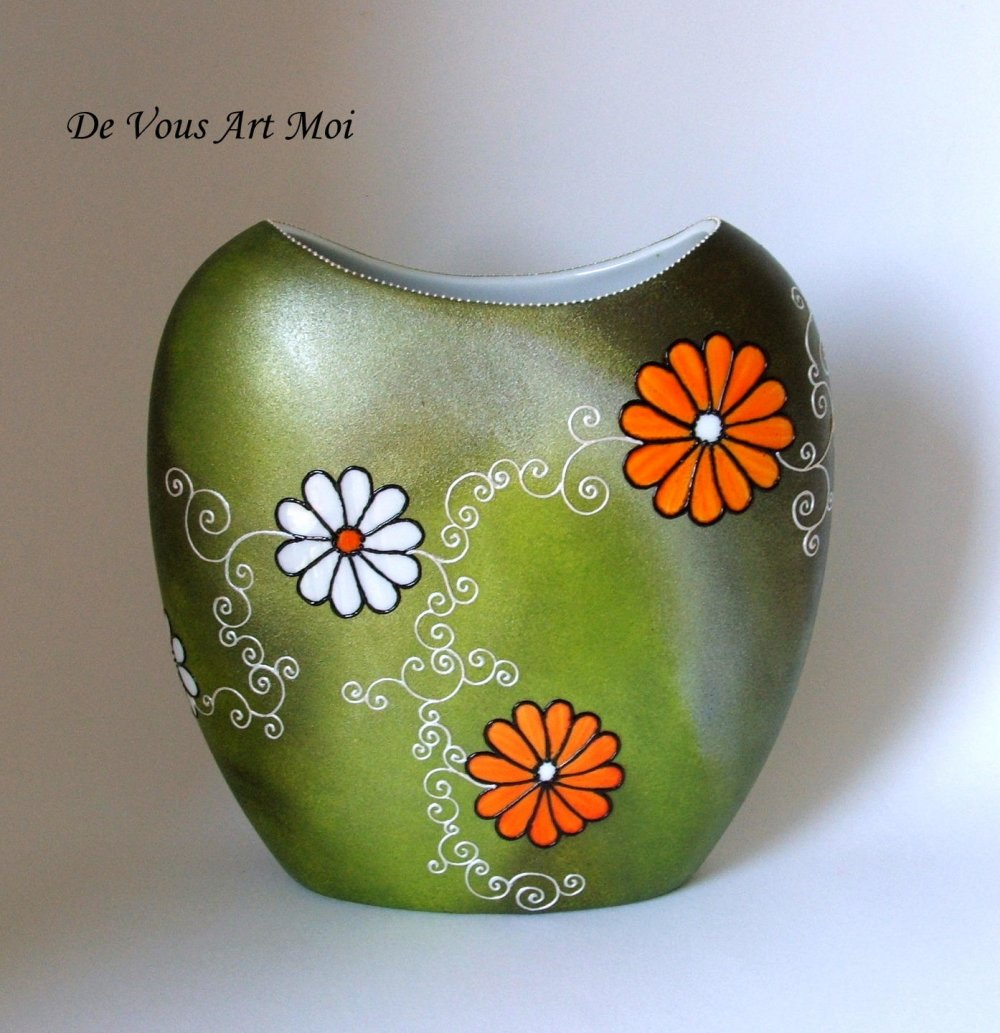 Vase en porcelaine,vase artisanal motif fleur,peint à la main,fait main