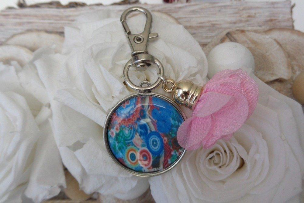 Bijou de sac ou Porte-clés esprit Desigual et pompon - idée de cadeau original