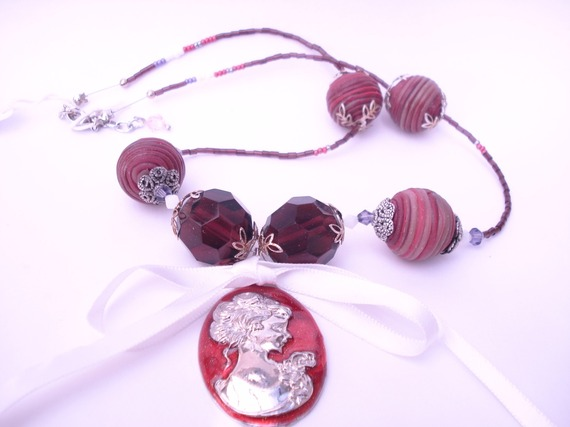 Collier mi-long perles de verre et polymere