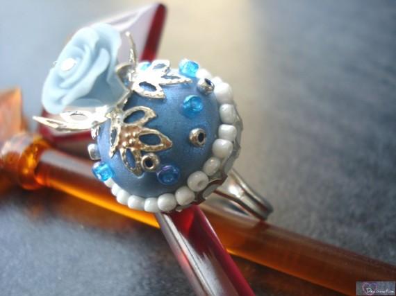 bague argentée rose bleue