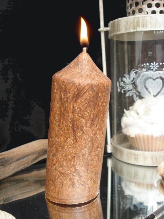 bougie pilier penché marron effet bois précieux parfum chocolat chaud @decomatine