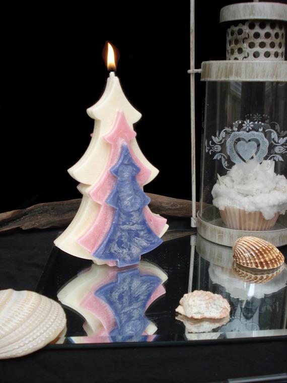 bougie sapin violet, rose et blanc senteur de clémentine de Noël