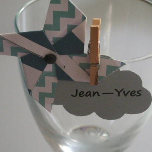 Marque place baptême thème nuage et moulin à vent avec petite pince en bois
