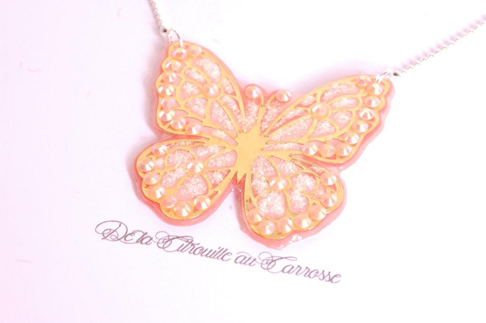 Collier papillon corail et doré, strass et paillettes