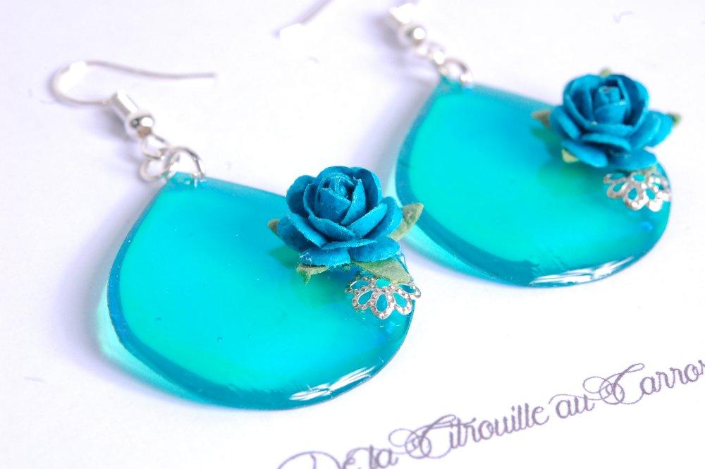 Boucles d'oreille fleur bleu turquoise, vert holographique