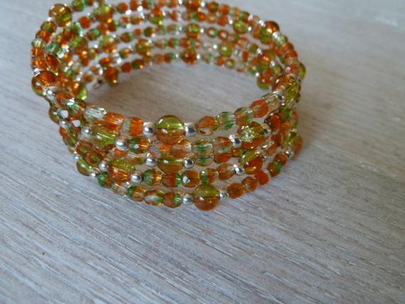690- Bracelet manchette ajustable perles facettes vert et orange, perles métal argenté style romantique, bohème chic