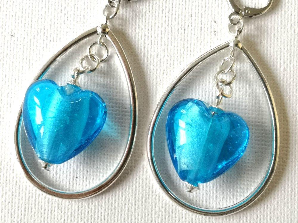 Boucles d'oreilles gouttes, cœurs verre bleu transparent