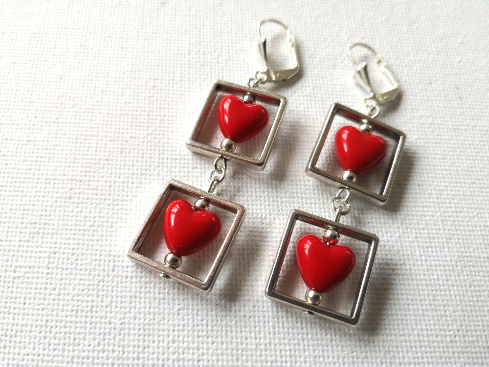 Boucles d'oreilles perles cœurs rouge vif brillant, cadres perles argentés