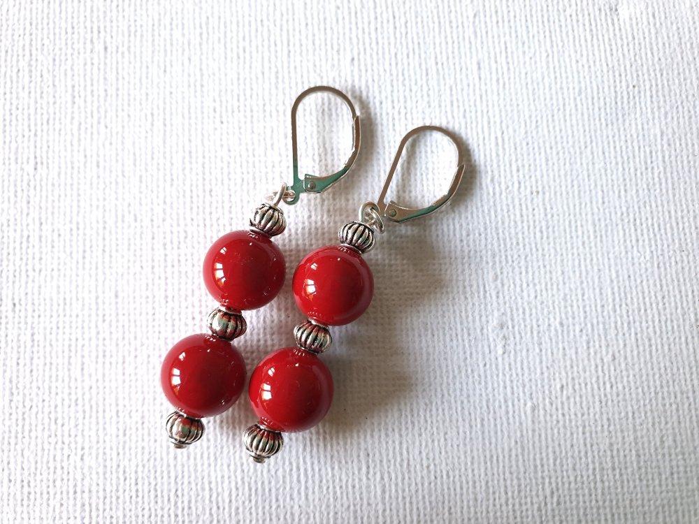 Boucles d'oreilles perles verre rouge cerise très brillant, perles lampions métal argenté