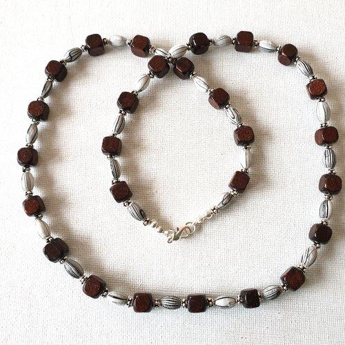 Collier perles ovales bois gris clair rayé gris foncé, perles cubes bois marron bordeaux