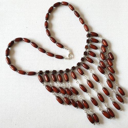 Collier plastron perles ovales bois marron acajou, perles cubes bois bordeaux acajou