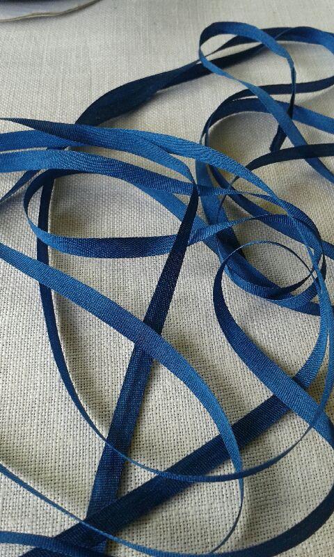 Ruban de soie uni col. bleu foncé en 4mm