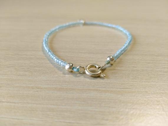 Bracelet perles rocailles bleu ciel et breloque étoile