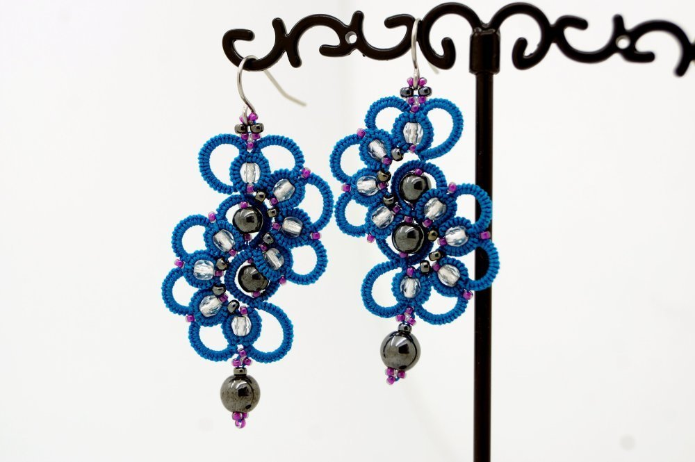 Boucles d'oreilles pendantes bleues en dentelle
