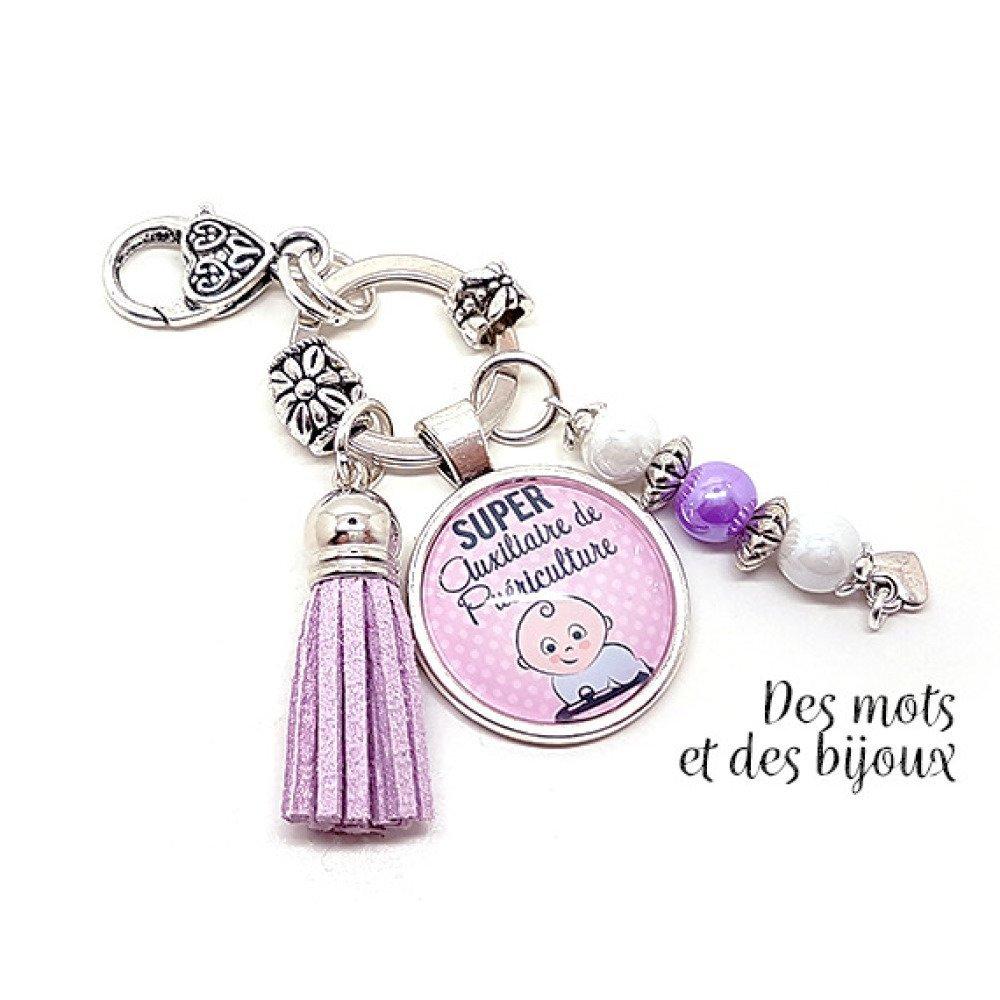 """Porte-clés Bijou de sac """"Super auxiliaire de puériculture"""" - Idée cadeau porte-clés métal argenté perles pompon suédine"""