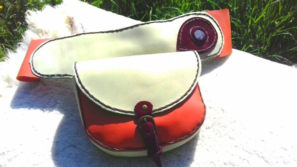 pochette ceinture en cuir et pierre incrustée