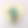 Pendentif céramique artisanale coeur-fleur vert-blanc  48 mm