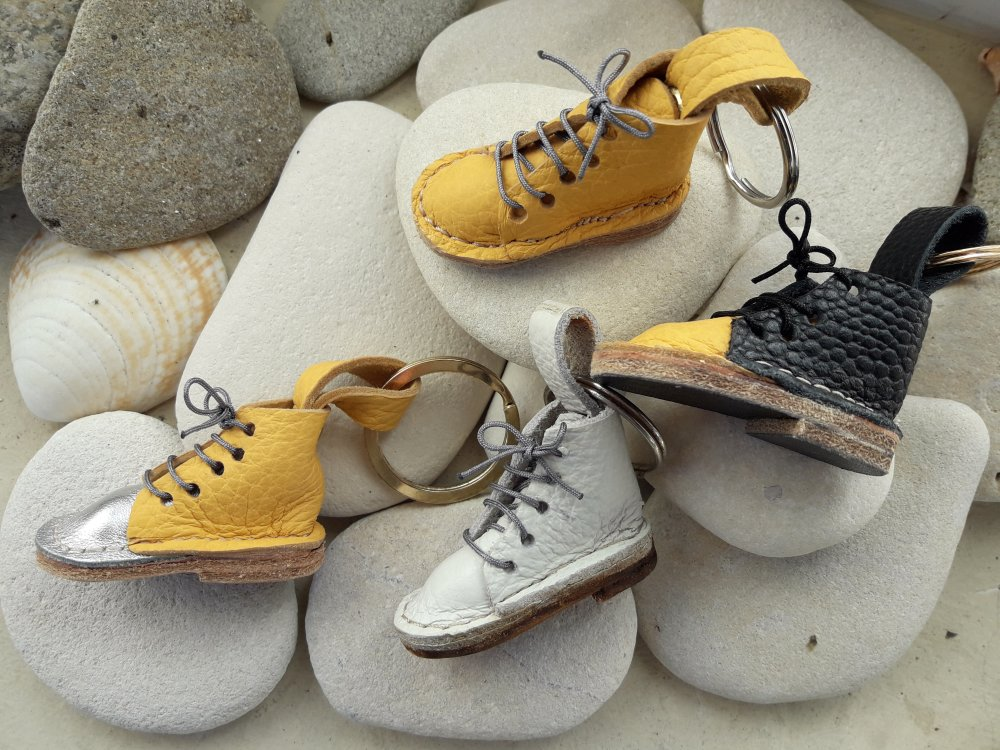 Porte-clés petite chaussure en cuir pièce unique
