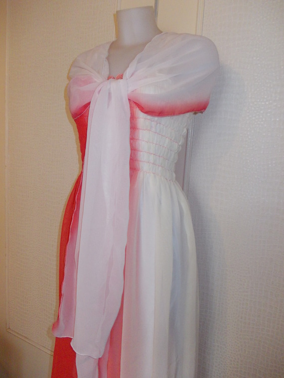 -Robe  bustier   smokée mi  longue en mousseline couleurs  dégradés taille 38/40/42 longueur 105 cm.
