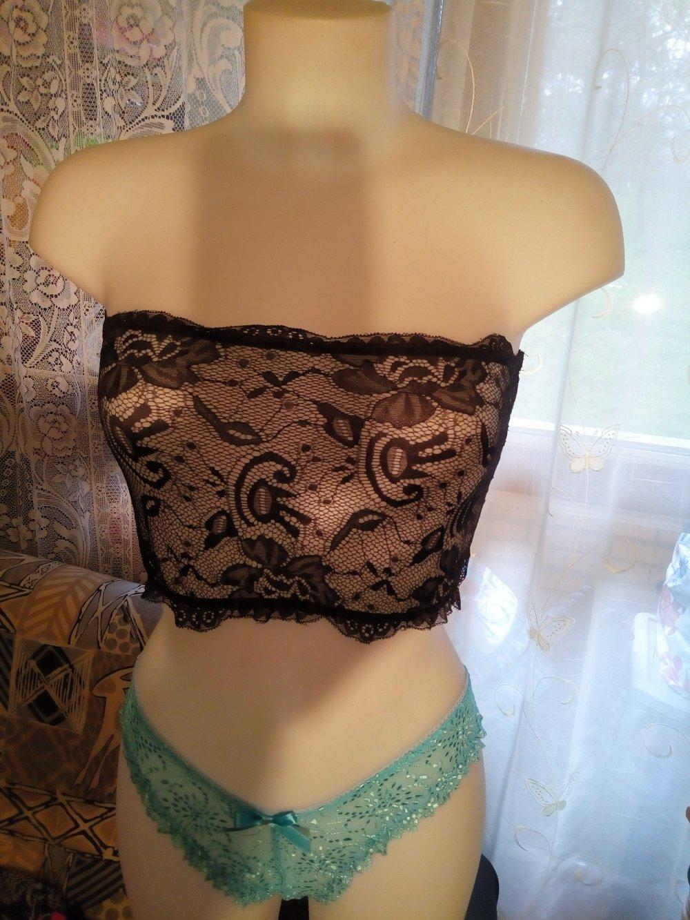 -Top bandeau , cache sotien-gorge poitrine en dentelle   noir :tailles disponibles 34/36 /38/40/42 longueur 21 cm.