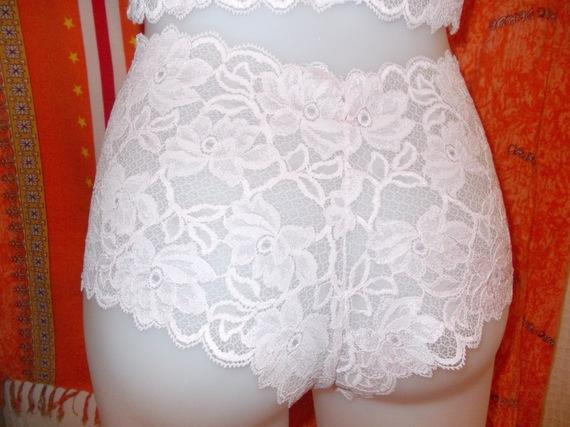 Ensemble lingerie GRANDE TAILLE-caraco+boxer en dentelle  extensible rose pale ;taille 42/44.
