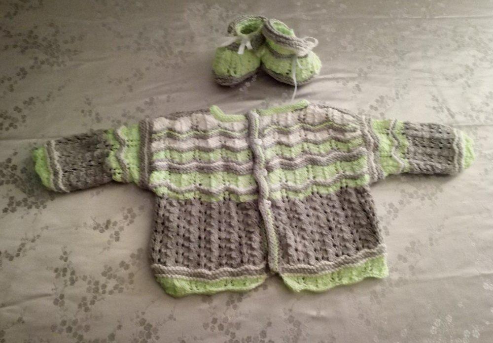 Brassière et chaussons pour bébé 3 _ 6 mois