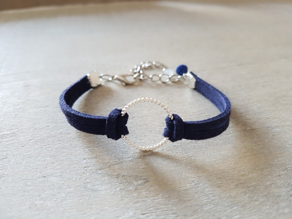 Bracelet bleu marine suédine anneau argenté adaptable idée cadeau anniversaire fête des mères femme