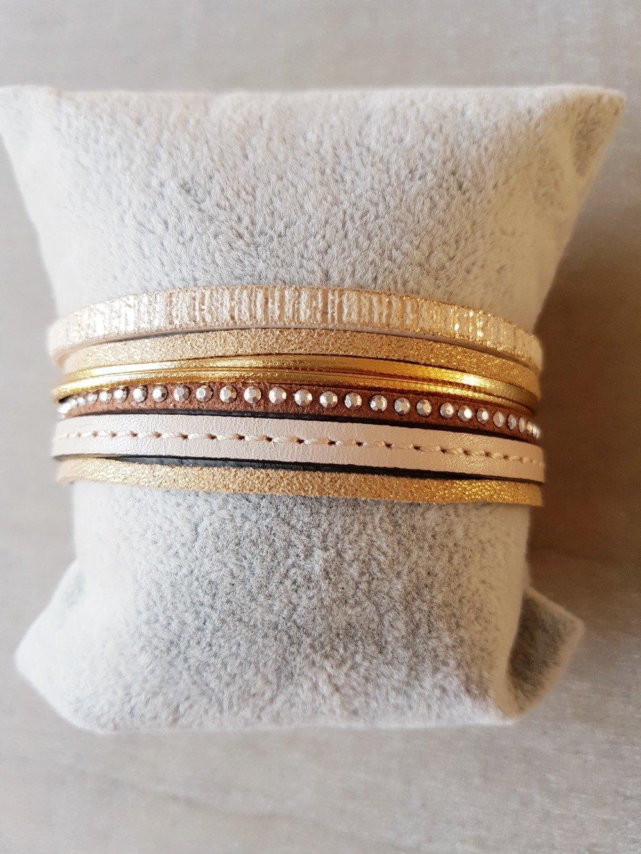 Bracelet femme manchette doré beige marron en cuir et suédine strass mesure adaptable idée cadeau anniversaire fête NOËL