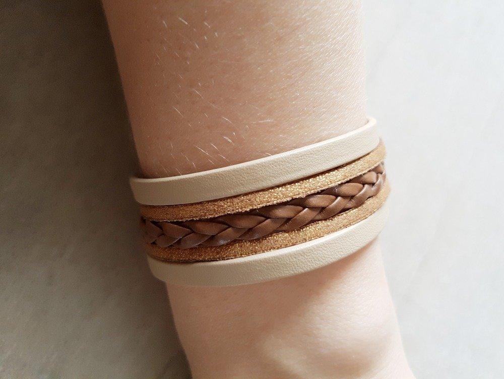 Bracelet femme manchette marron beige et doré en cuir et suédine mesure adaptable idée cadeau anniversaire femme fête noël