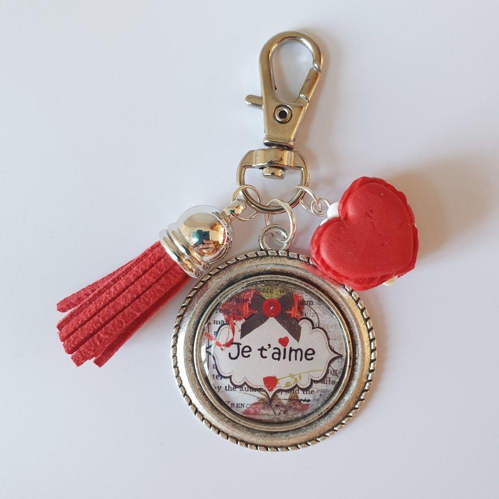 Porte-clef idée cadeau saint Valentin amoureux amoureuse JE T'AIME macaron coeur rouge pompon