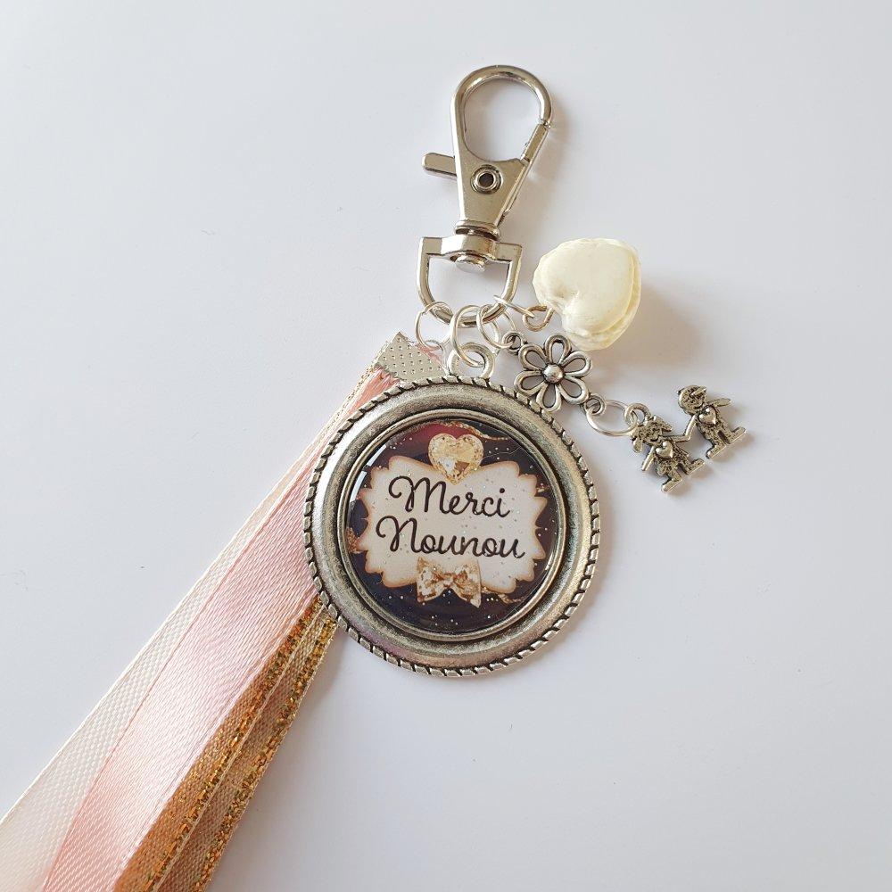 Porte-clef MERCI NOUNOU macaron coeur fimo enfants ruban Idée cadeau fin d'année assistante maternelle