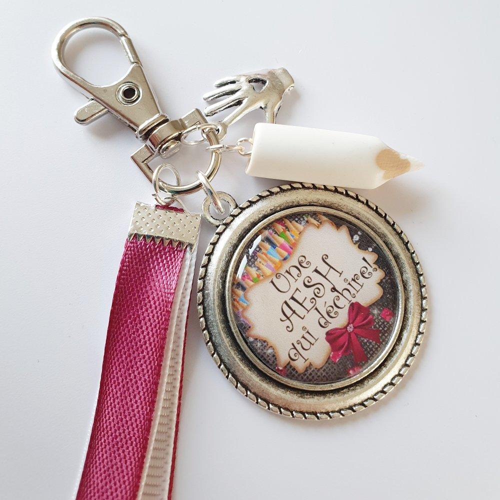 Porte-clef AESH QUI DÉCHIRE breloque crayon blanc et coeur sur la main Idée cadeau fin d'année REMERCIEMENTS